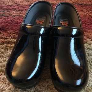 Black patent leather Danskos